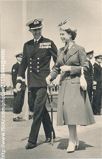 Queen Elizabeth visit airport